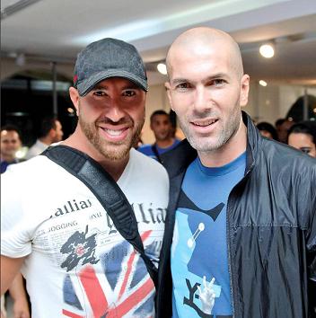 مع لاعب كرة القدم زين الدين زيدان