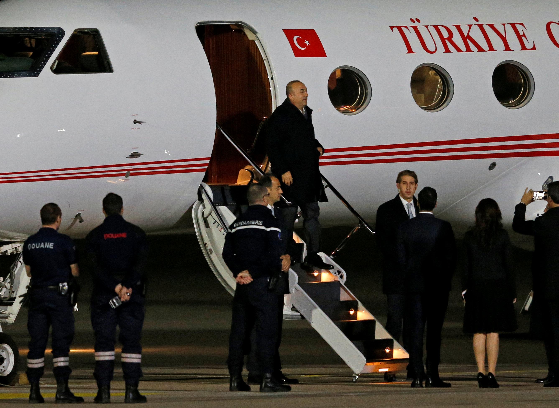 لحظة وصول وزير الخارجية التركى إلى فرنسا