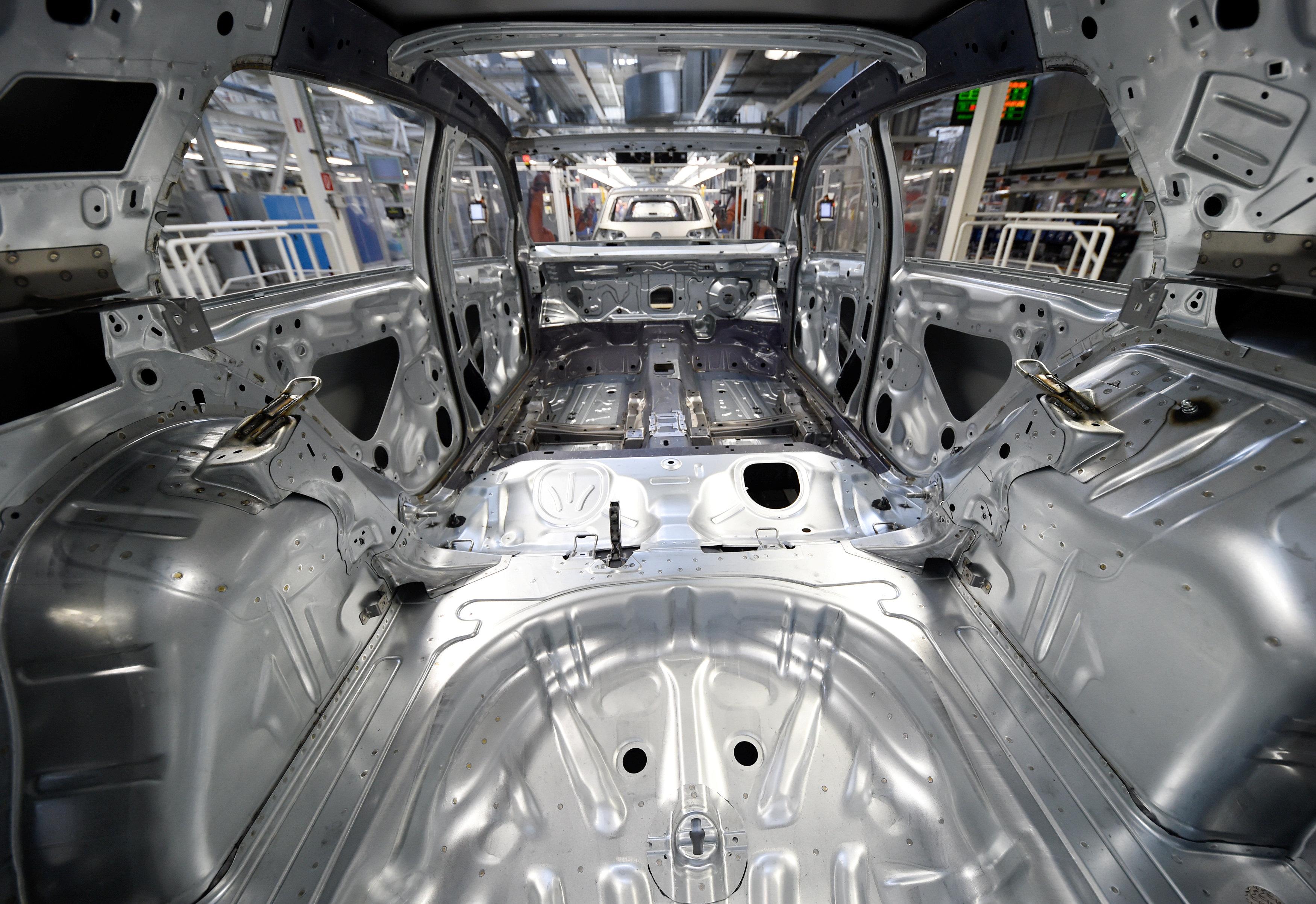 بالصور مراحل تصنيع سيارة فولكس فاجن جولف الألمانية اليوم السابع