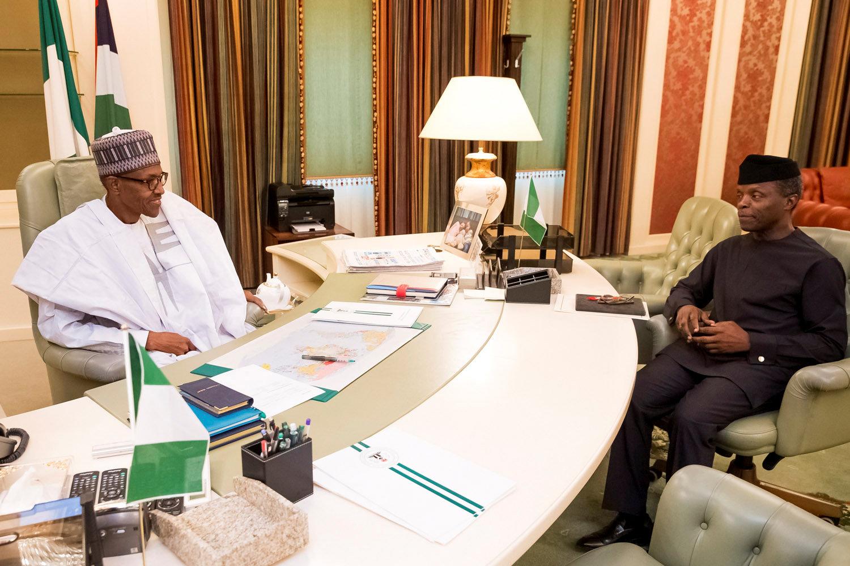 الرئيس النيجيرى يجتمع مع نائبه بمكتبه فى أبوجا