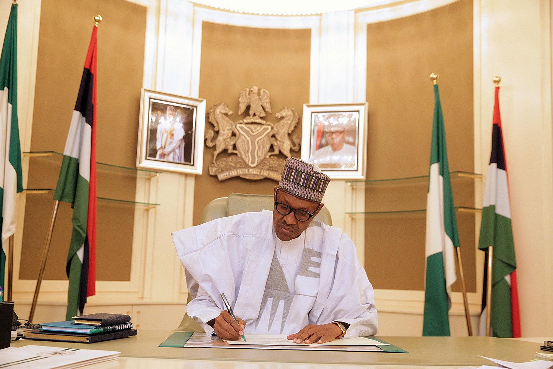 رئيس نيجيريا يستأنف عمله بعد أجازة مرضية طويلة