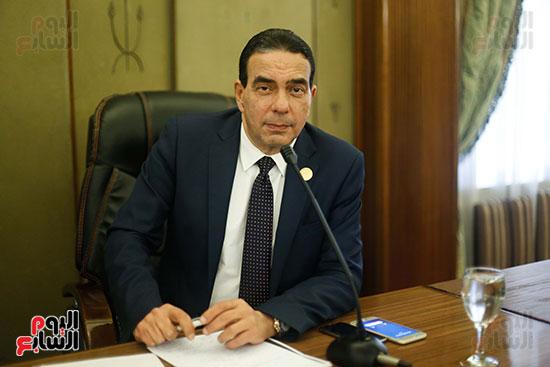 ايمن ابو العلا وكيل لجنة الصحة
