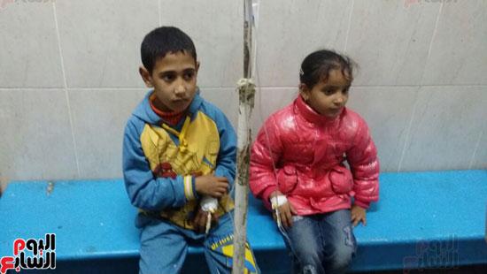 التلاميذ-يتلقون-العلاج-بالمستشفى