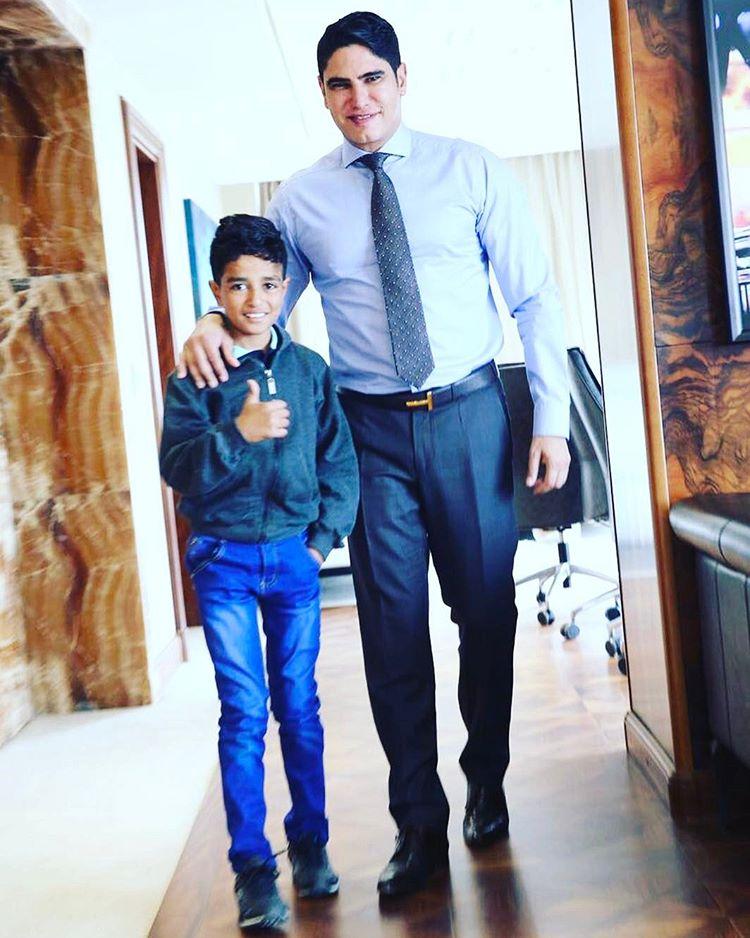 أبو هشيمة مع الطفل عبد الرحمن