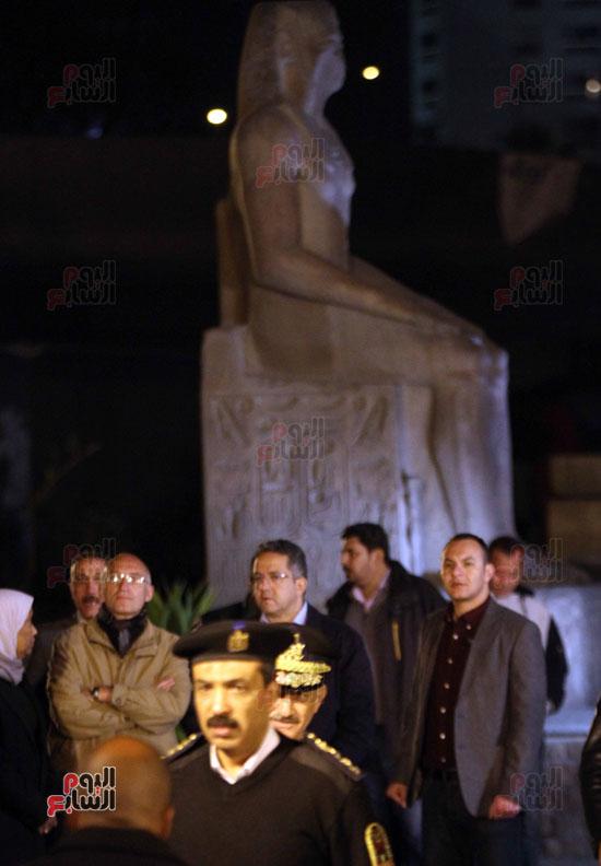 من السوق إلى العرش.. رحلة تمثال الملك رمسيس من المطرية إلى المتحف المصرى (25)