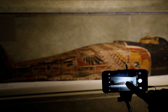تابوت فرعونى مذهب فى متحف نيويورك