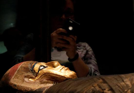 تمثال ذهبى فرعونى فى نيويورك