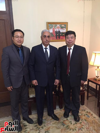 السفير أسامة المجدوب مع مدير قطاع العلاقات الخارجية بشركة Mindray
