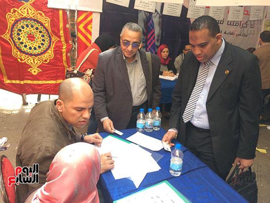الزميل سامى وهيب يسجل لانتخابات الجمعية العمومية