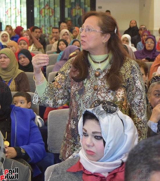 سيدة أخرى تطرح بعض القضايا باحتفالية المرأة المصرية بسوهاج