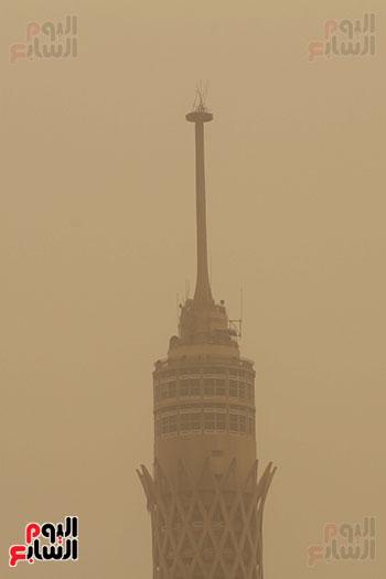 الأتربة تخفى برج القاهرة