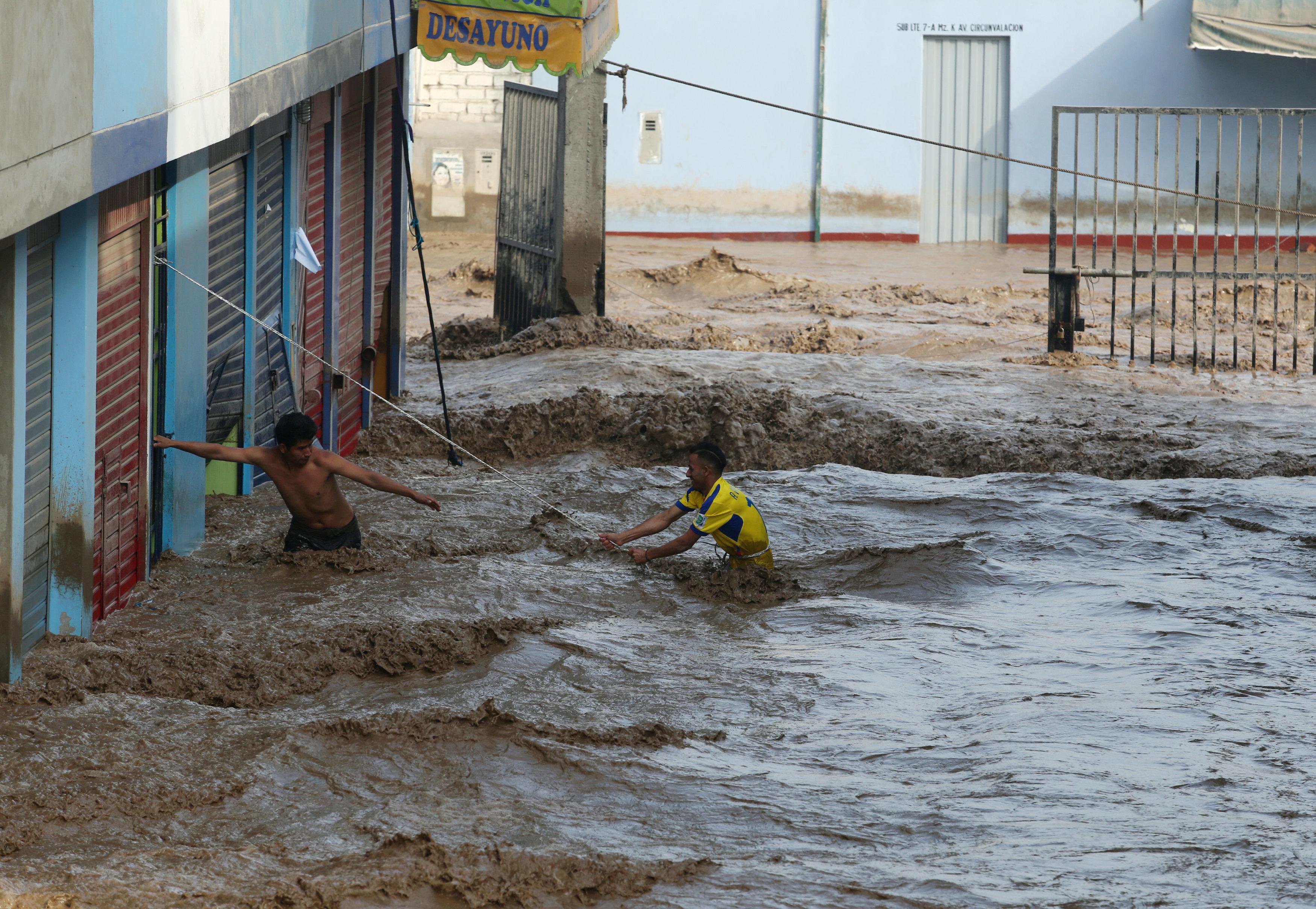 جانب من مياه الفيضانات