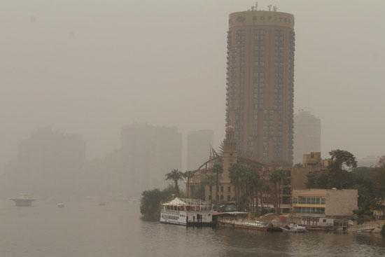 العاصفة الرملية بمصر تتسبب فى إغلاق موانئ و عدة طرق وتحويل رحلات جوية