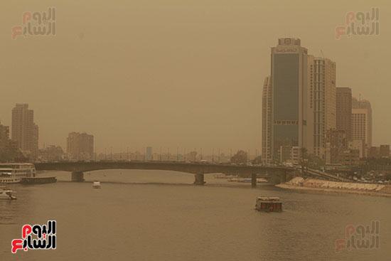 الأتربة تغطى سماء القاهرة