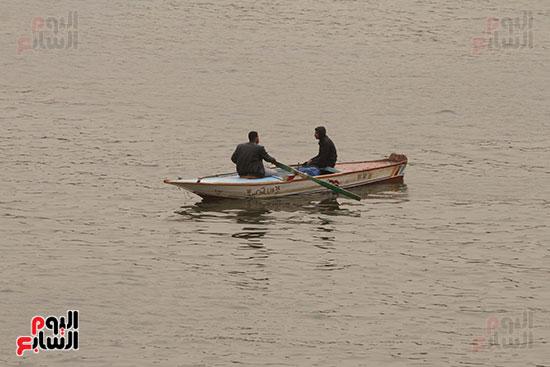 صيادون يقومون بعملية الصيد