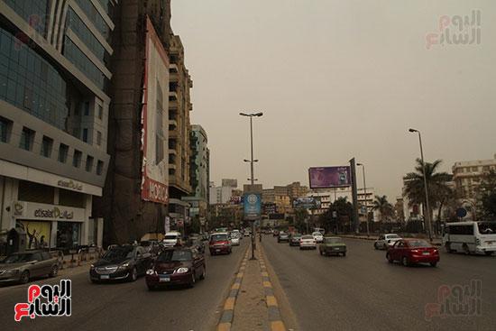 عواصف ترابية فى شوارع القاهرة الكبرى