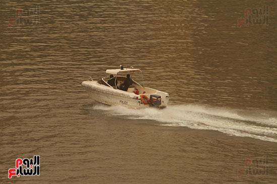 لنش يسير فى نهر النيل
