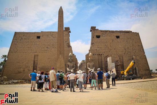 الاجانب-يستعدون-لتفقد-معبد-الاقصر