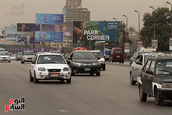 السيارات فى شوارع القاهرة