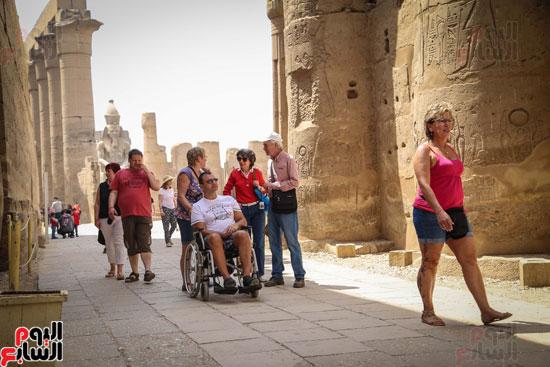 الظروف-الصحية-الصعبة-لا-تمنع-الأجانب-من-الاستمتاع-بأثار-مصر