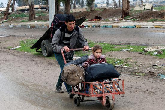 ما يقرب من 35 ألف نازح من الموصل العراقية خلال أيام بسبب الحرب