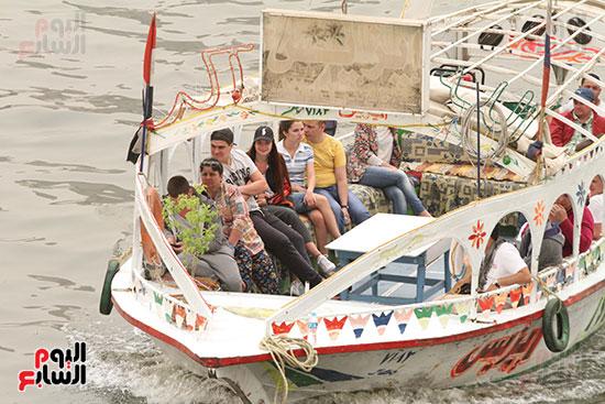 سواء الطقس لم يمنع المواطنون من التنزه فى نهر النيل
