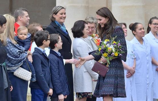 فستان و حقيبة من شانيل