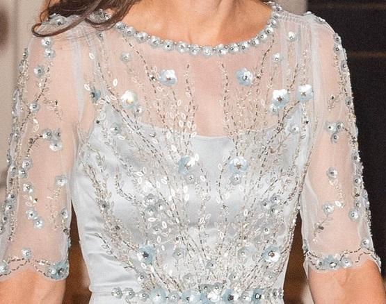 تفاصيل فستان كيت