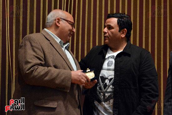 محمد فؤاد فى احتفاليه ام الشهيد (9)