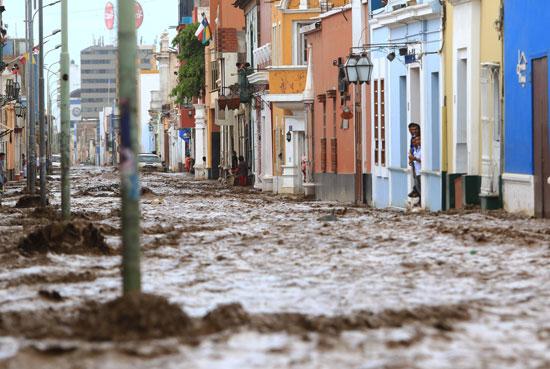 مياه الأمطار تغمر شوارع بيرو