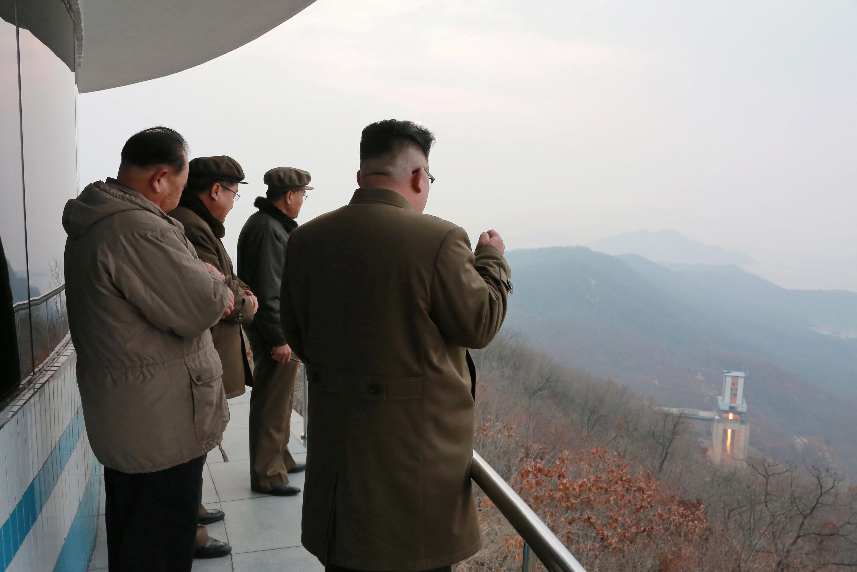زعيم كوريا الشمالية يشهد تجربة محرك صاروخ جديد ذى كفاءة عالية