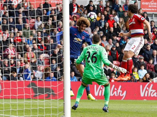 مروان فيلاينى لحظة تسجيل هدف مانشستر يونايتد الأول