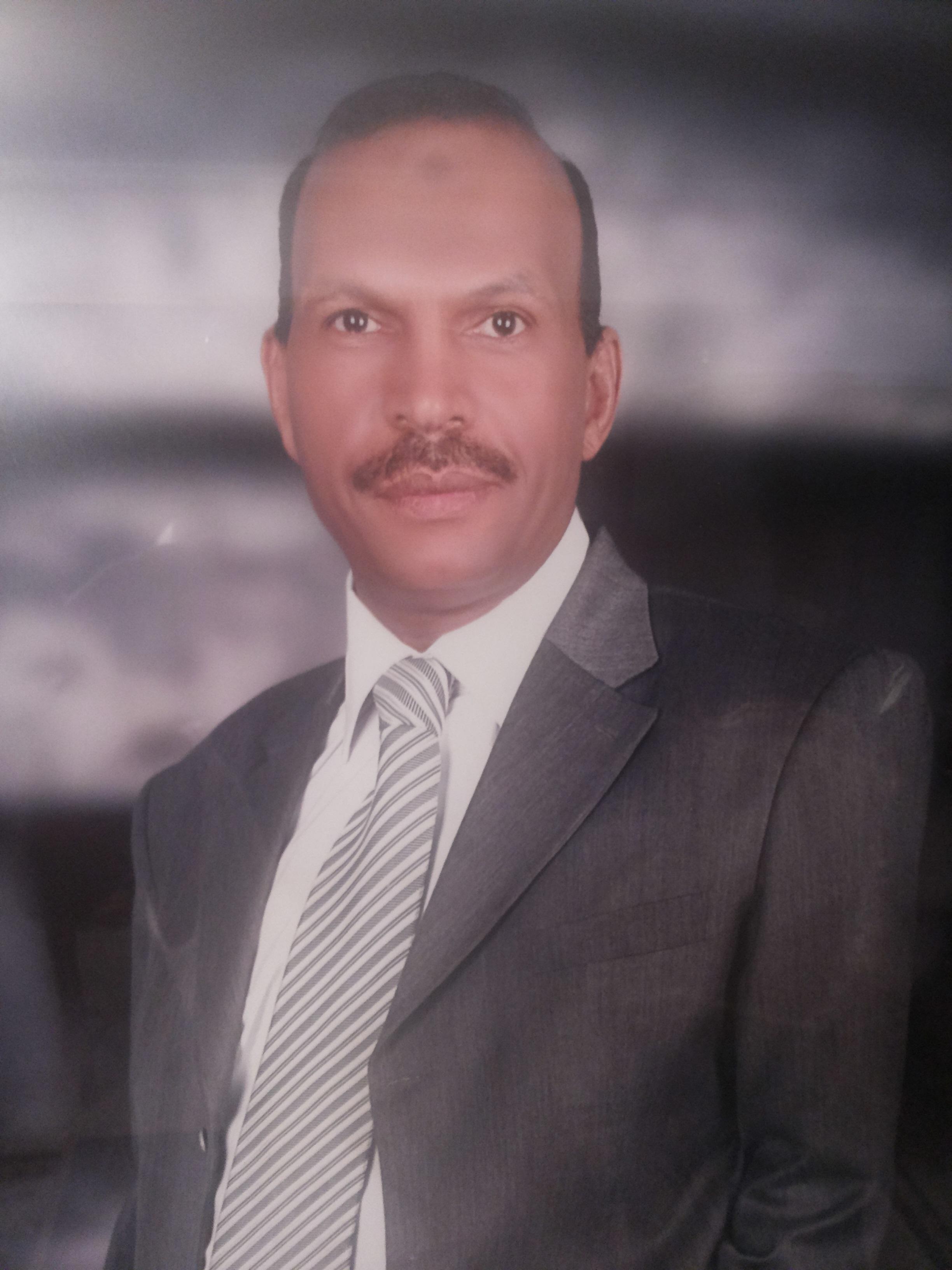 أ.عادل بشير معلم خبير فى الجيولوجيا والعلوم البيئية