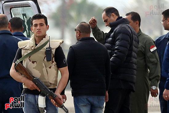 جمال مبارك يشرف على نقل والده (1)