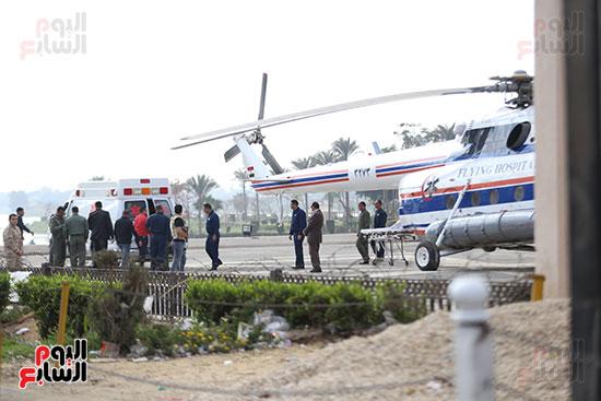 وصول سيارة الاسعاف لمهبط الطائرة