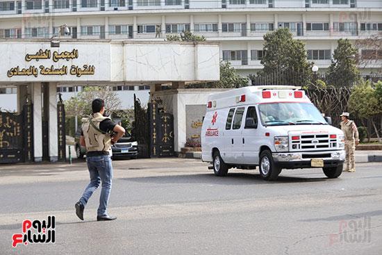 الاسعاف تنقل مبارك للطائرة