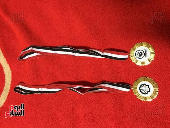 الميداليتان الذهبيتان اللتان فاز بهما الطالبان