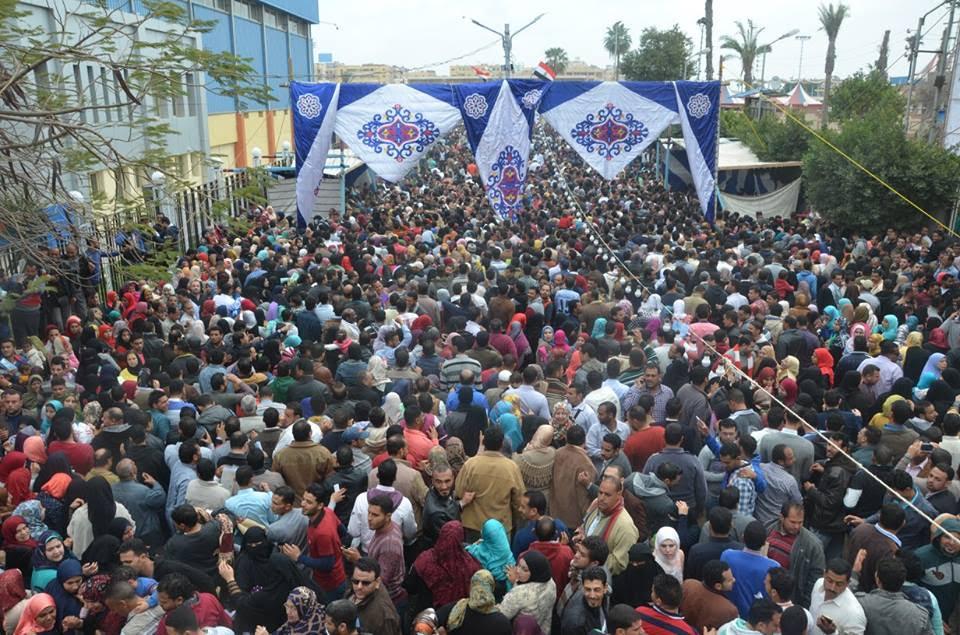 ألاف المشاركين من ابناء قرى ومراكز المحافظة