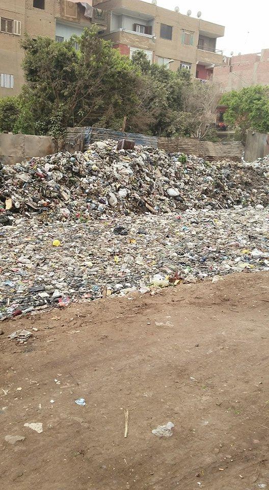 القمامة تنتشر بالمنطقة