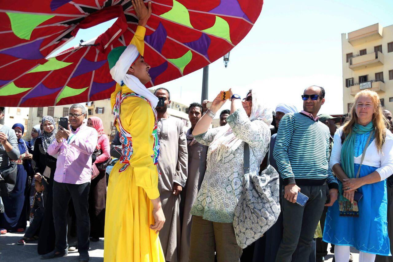 كارنفالات فنية بالأقصر احتفالا بوصول شعلة الثقافة العربية (2)