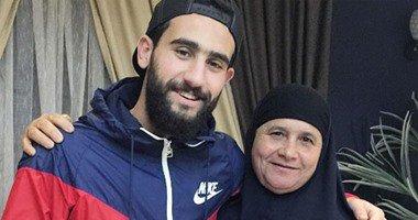 باسم مرسى مع والدته