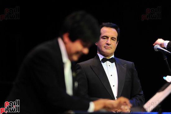 محمد ثروت وعازف الأورج مجدى الحسينى