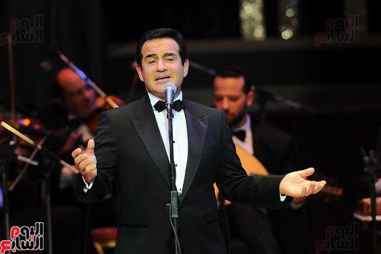 محمد ثروت على المسرح الكبير بالأوبرا
