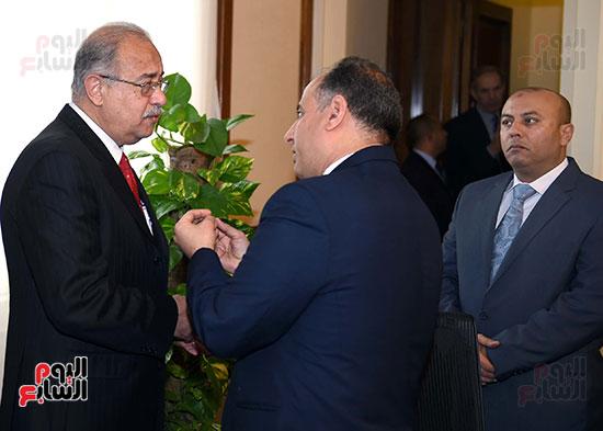 الدكتور محمد سلطان محافظ الإسكندرية خلال حديثه مع رئيس الوزراء