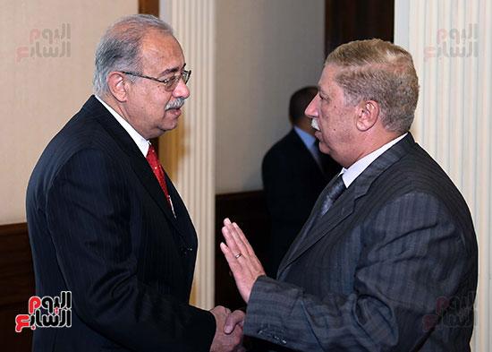 اللواء طاهر ياسين محافظ الإسماعيلية مع رئيس الوزراء