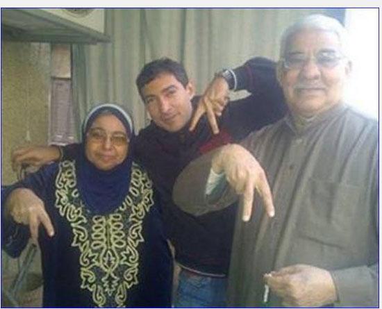 محمد بركات مع والده ووالدته