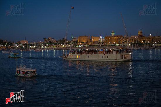 المراكب النيلية وسط المياه