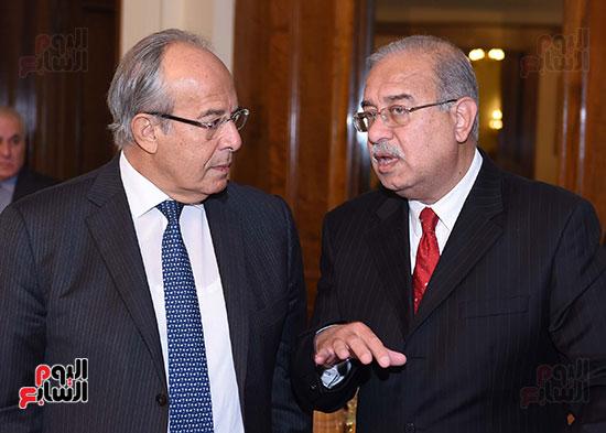 الدكتور هشام الشريف وزير التنمية المحلية والمهندس شريف إسماعيل