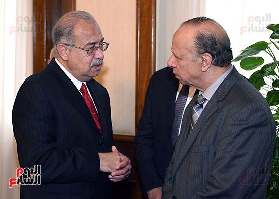 عاطف عبد الحميد محافظ القاهرة يناقش رئيس الوزراء