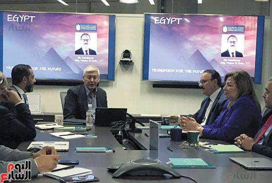 ياسر-القاضي-وزير-الاتصالات-خلال-اجتماعه-مع-قيادات-شركة-ديل-إى-إم-سي-بوادي-السليكون-بالساحل-الغربي-للولايات-المتحدة-الأمريكية